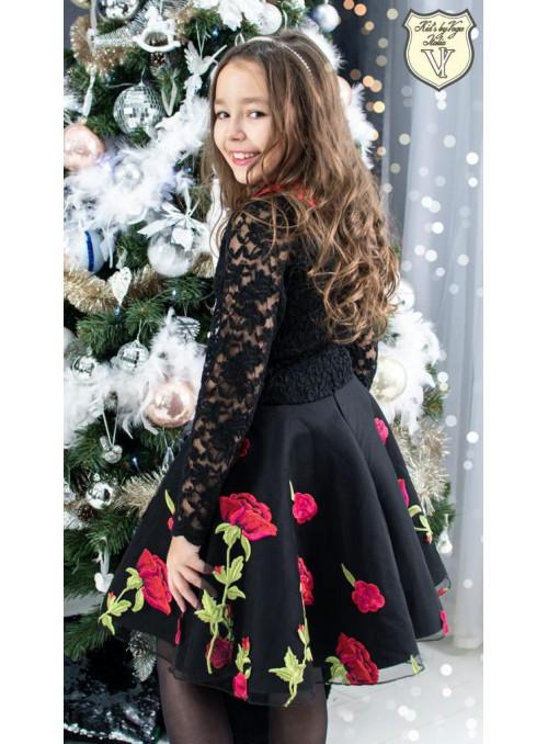 Sukienka haftowane kwiaty